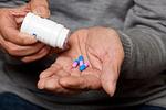 久病未必成医,老人凭经验用药隐患多