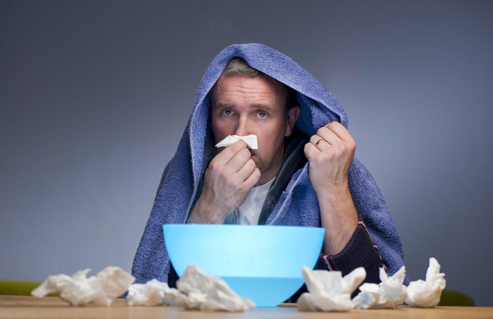 白天鼻涕哗哗淌,夜间呼吸十分费力,秋冬季当心鼻炎发作!