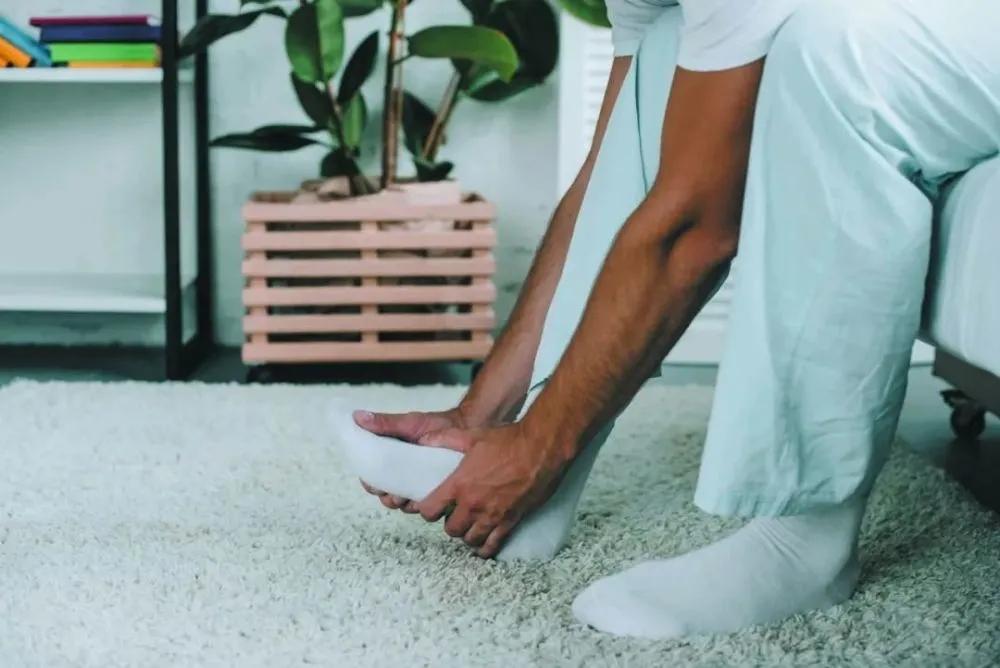 晚上睡觉腿抽筋,真的是缺钙吗?干脆一次性讲清楚