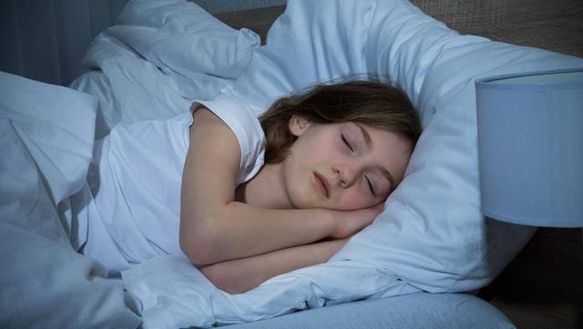 睡得少容易长胖是真的!每晚睡眠时间别少于这个数